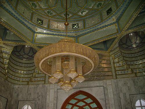 Magnificent chandelier in Mazaar Sharif - Hazrat Khwaja Zinda Pir Sahib (RA)