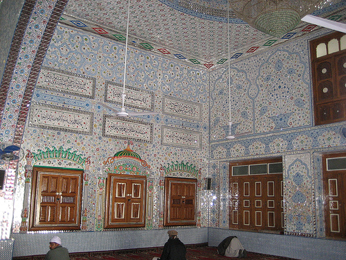 Side view of Darbar-e-Alia Ghamkol Sharif Mosque, Kohat, Pakistan